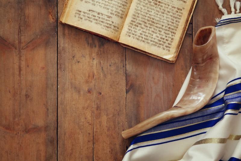 Shofar, Bible, tallit